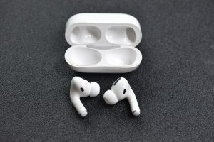 How to Use AirPods With Iphone and Android Devices?