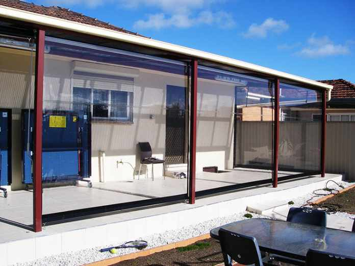 Consider Vinyl Clear Patio Curtains to Enjoy the Best of Both Worlds
